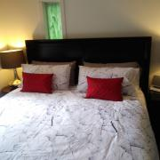 Pender Weekender bed and breakfast master bedroom - Accommodation on Pender Island